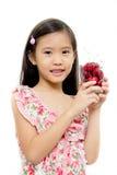 Pequeña muchacha asiática con la cereza roja fresca Fotos de archivo libres de regalías