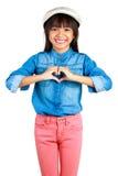 Pequeña muchacha asiática que hace el corazón con sus manos Fotografía de archivo libre de regalías