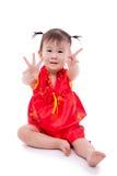 Pequeña muchacha asiática (tailandesa) en cheongsam del chino tradicional Foto de archivo