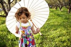 Pequeña muchacha de flor hermosa Fotos de archivo
