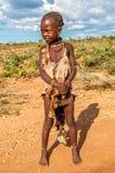 Pequeña muchacha de la tribu de Hamar. Imagenes de archivo