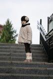Pequeña muchacha de moda en ropa caliente Imágenes de archivo libres de regalías