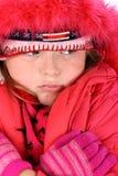 Pequeña muchacha en la ropa roja del invierno aislada en blanco Imagen de archivo libre de regalías