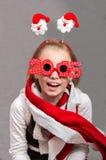 Pequeña muchacha feliz del niño de la Navidad con los vidrios 2015 Fotografía de archivo