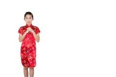 Pequeña muchacha oriental que le desea un isolat chino feliz del Año Nuevo Fotografía de archivo