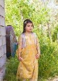 Pequeña muchacha que lleva el traje kurdo Imagenes de archivo