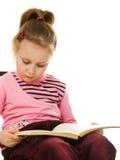 Pequeña muchacha seria con un libro Foto de archivo