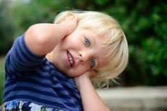 Pequeña muchacha sonriente Fotografía de archivo libre de regalías