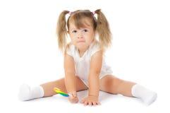 Pequeña muchacha sonriente con el lollipop fotografía de archivo libre de regalías