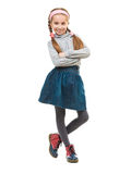 Pequeña muchacha sonriente con sus brazos doblados Foto de archivo