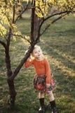 Pequeña muchacha sonriente linda Imágenes de archivo libres de regalías
