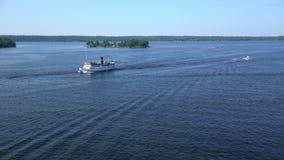 Pequeña navegación del buque de carga a través de los conductos Norstr m en el mar Báltico metrajes