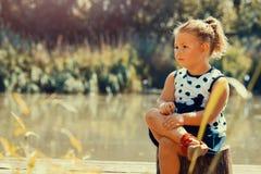 Pequeña niña linda foto de archivo
