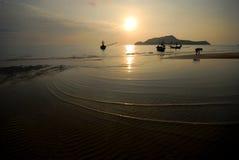 Pequeña onda en la playa. Fotos de archivo