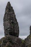 Pequeña persona en el viejo hombre de Storr, Skye Fotografía de archivo