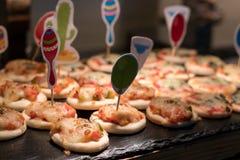 Pequeña pizza para los cabritos Fotografía de archivo libre de regalías