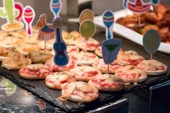 Pequeña pizza para los cabritos Imagen de archivo libre de regalías