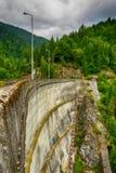 Pequeña presa eléctrica hidráulica que aprovecha poder de agua Fotos de archivo libres de regalías