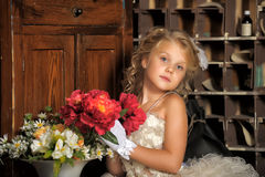 Pequeña princesa en el vestido blanco Fotos de archivo