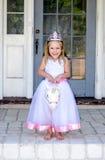 Pequeña princesa que monta un unicornio fotografía de archivo libre de regalías