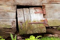 Pequeña puerta de madera rota vieja Fotografía de archivo