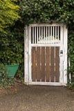Pequeña puerta ocultada en un arbusto Fotografía de archivo libre de regalías