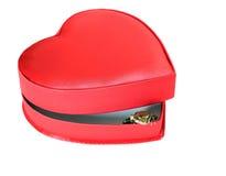 Pequeña rana en una caja en forma de corazón festiva abierta Imagen de archivo