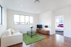 Pequeña sala de estar moderna Fotografía de archivo
