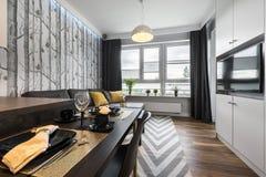 Pequeña sala de estar moderna del diseño interior Fotografía de archivo