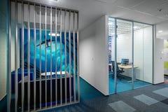 Pequeña sala de reunión moderna de la oficina foto de archivo