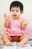 Pequeña sonrisa asiática de la muchacha Imágenes de archivo libres de regalías
