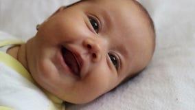 Pequeña sonrisa del bebé metrajes