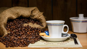 Pequeña taza para el café express italiano imagen de archivo