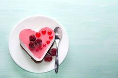 Pequeña torta agradable bajo la forma de corazón Foto de archivo libre de regalías
