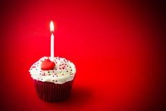 Pequeña torta de cumpleaños dulce Foto de archivo libre de regalías