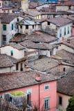 Pequeña vivienda en Barga, Italia Imagenes de archivo