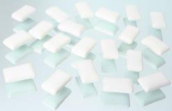 Pequeñas almohadillas de una venda de elástico de masticación Foto de archivo libre de regalías