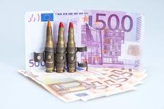 Pequeñas balas del rifle del chaleco con el dinero Foto de archivo libre de regalías