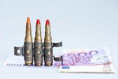 Pequeñas balas del rifle del chaleco con el dinero Imagen de archivo