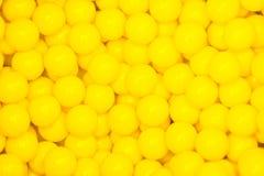 Pequeñas bolas amarillas Fotos de archivo libres de regalías