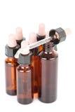 Pequeñas botellas del boticario con un eyedropper Imagenes de archivo