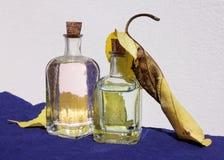 Pequeñas botellas y hojas del amarillo Imagen de archivo libre de regalías