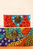 Pequeñas cajas pintadas, de madera para los propósitos múltiples y joyas imágenes de archivo libres de regalías