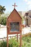 Pequeñas capillas construidas a lo largo del camino - Crète foto de archivo