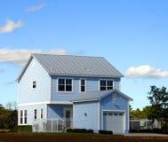 Pequeñas casas azules fotografía de archivo