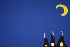 Pequeñas casas en el fondo de la luna Fotografía de archivo libre de regalías