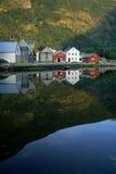 Pequeñas casas en la batería del lago Fotografía de archivo libre de regalías