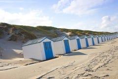 Pequeñas casas holandesas en la playa Foto de archivo libre de regalías