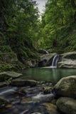 Pequeñas cascadas Fotografía de archivo libre de regalías