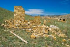 Pequeñas construcciones inacabadas. Fotografía de archivo